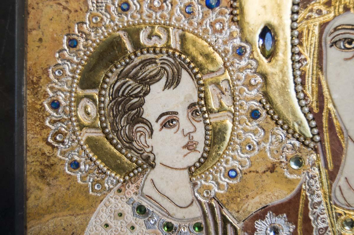 Икона Божией Матери Троеручица из мрамора от Гливи