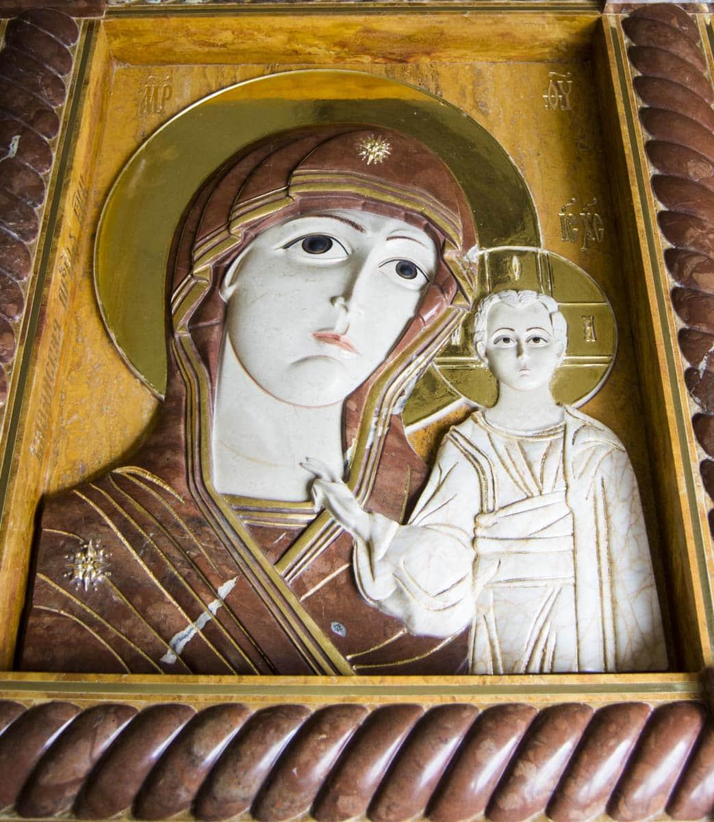 Икона Казанской Божией Матери от Гливи из мрамора
