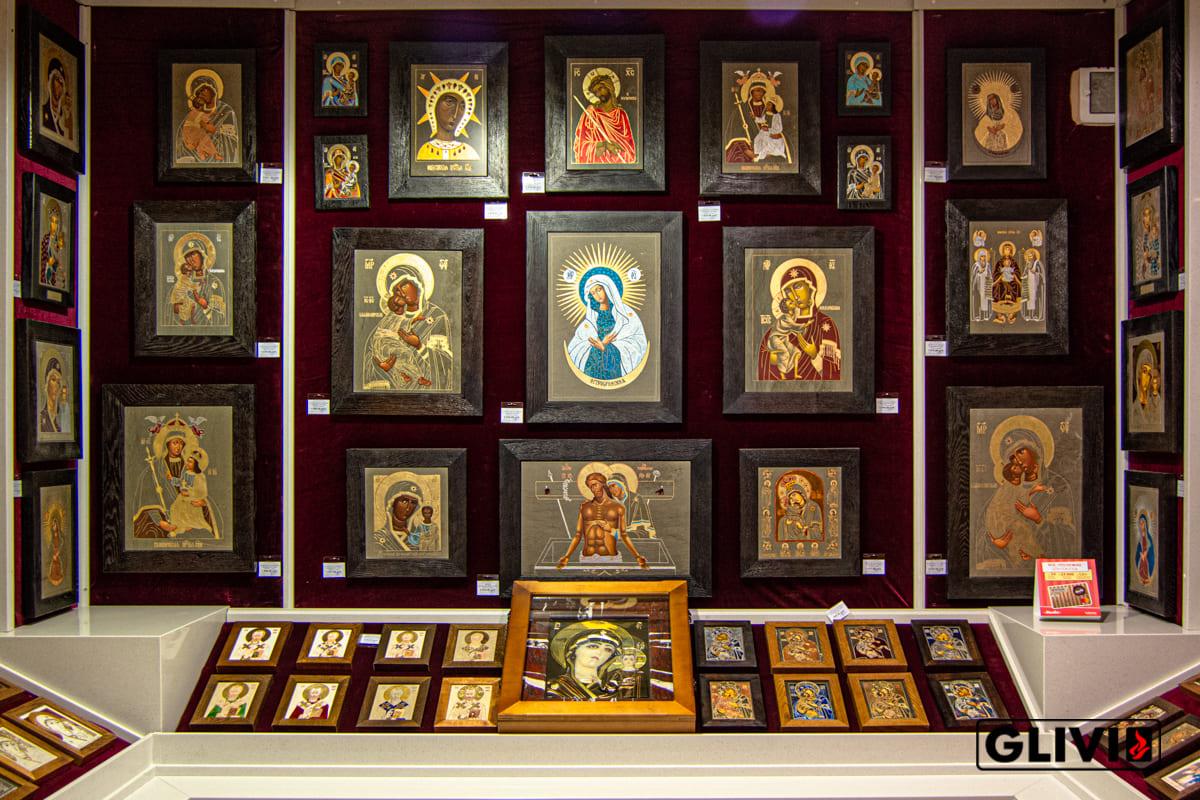 Иконы из мрамора от Гливи, фото сделано в салоне Гливи в Минске, изображение 4