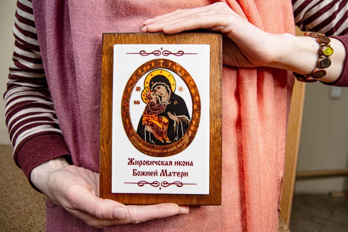 Малые паломнические иконы обереги из мрамора от Гливи. Фото 8. Икона Жировичской Божьей Матери.