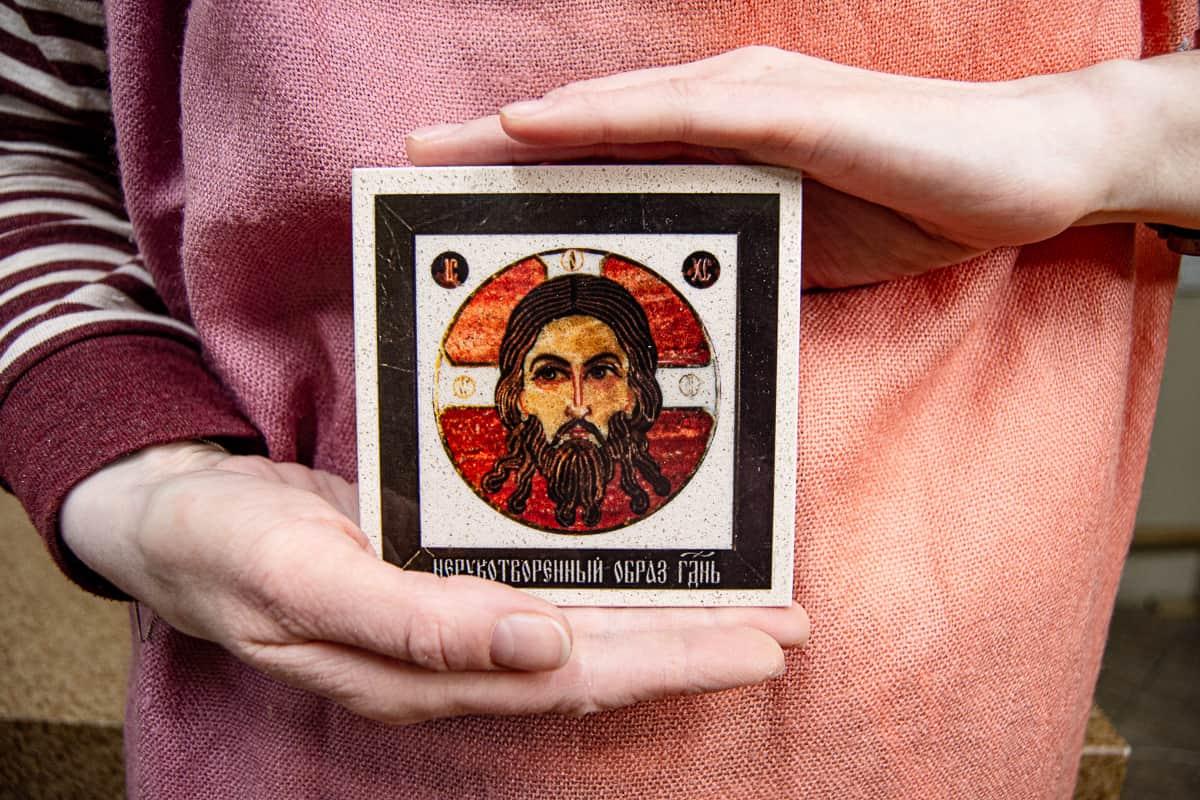 Малые паломнические иконы обереги из мрамора от Гливи. Икона оберегающая от огня. Фото 4. Икона Спас Нерукотворный.