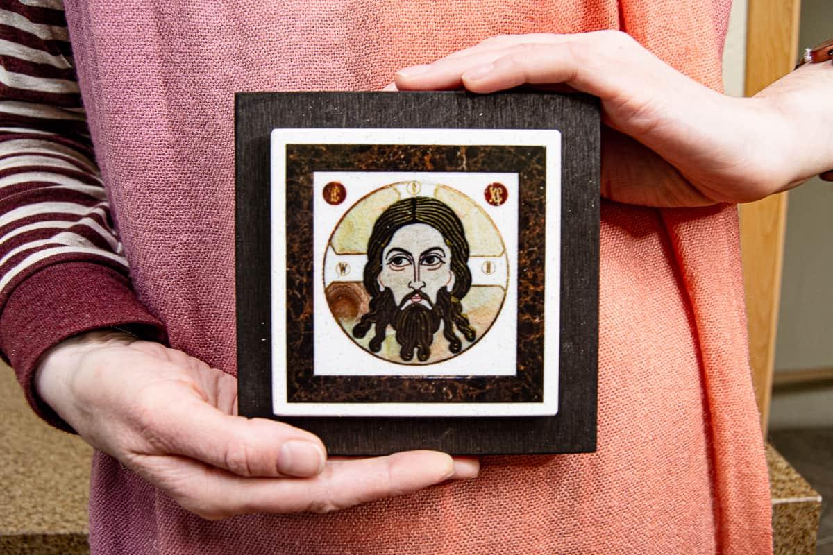 Малые паломнические иконы обереги из мрамора от Гливи. Икона оберегающая от огня. Фото 9. Икона Казанская.